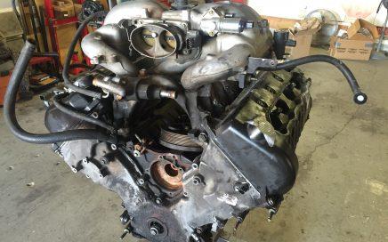 5.4 DOHC 32v engine sitting on engine stand in garage.